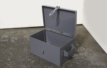 Вид сбоку металлического ящика ЯМ-453515