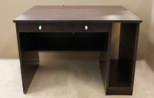 Фото компьютерного стола (венге) вид спереди