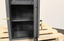 Металлическая дверь малого сейфа