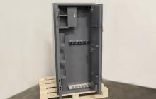 Металлическая шкаф в открытом виде