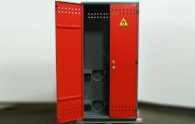 Дверца шкафа для газовых баллонов