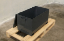 шкатулка металлическая с открытой крышкой