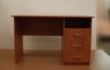 Фото офисного стола РМЗ-С-09 вид спереди