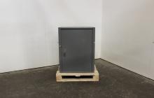Фотография сейфа металлического вид спереди
