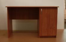 Фото офисного стола КРОН-С-10 вид спереди