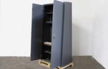 Вид сбоку металлического шкафа ОШ-103