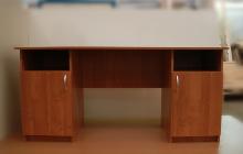 Фото офисного стола КРОН-СД-10 вид спереди
