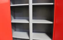Фотография металлических полок шкафа ШИМ-10 компании КРОН