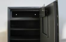 Фото внутренней полки с дверцей шкафа ОШ-77-ПМ