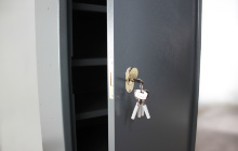 Фото замка с ключем шкафа ОШ-77-ПМ