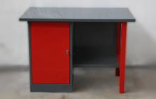 Вид спереди слесарного стола