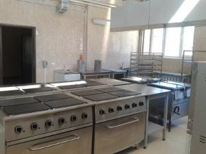 Оснащение металлической мебелью солдатской кухни