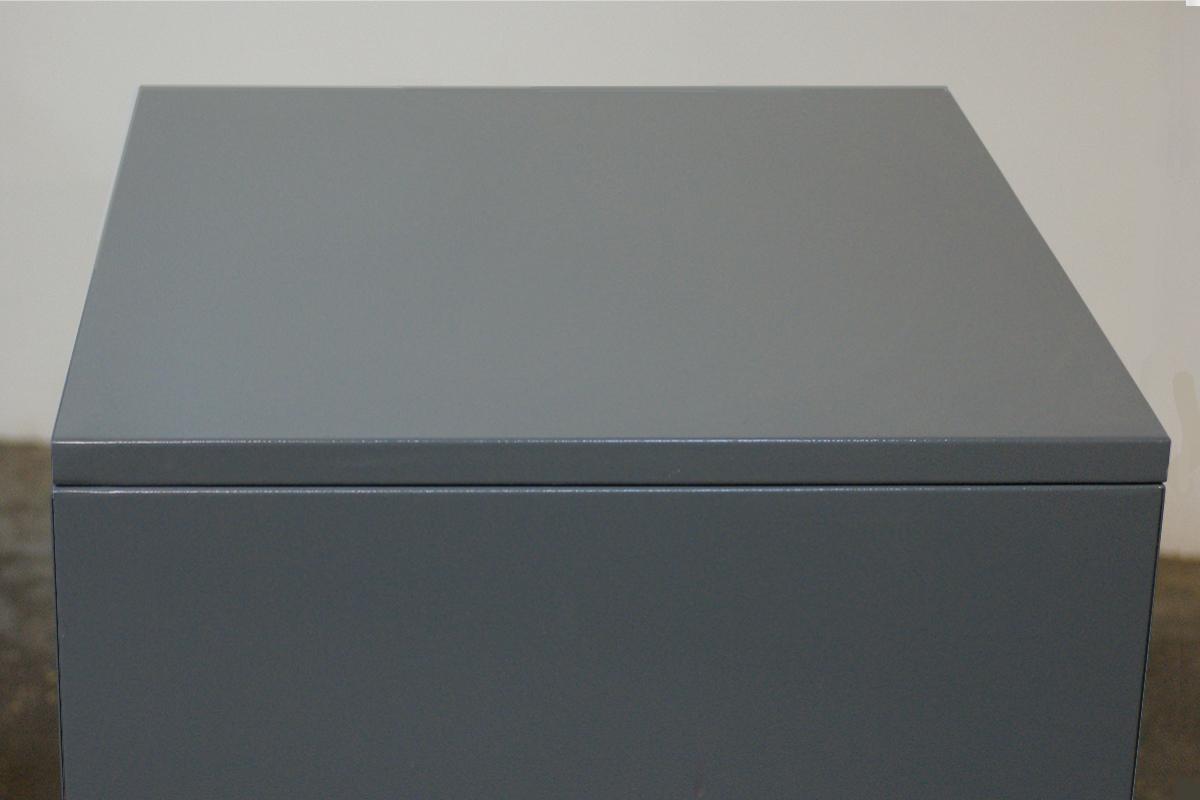 Фото металлического ящика в закрытом виде