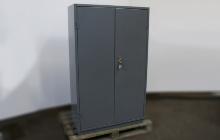 Шкаф металлический в закрытом виде