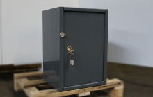 Шкаф металлический (маленький) в закрытом виде