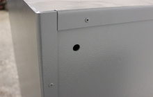 Фотография сейфа металлического вид сзади
