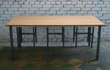 Фото  стола типа Ф с тремя стульями на подвесах