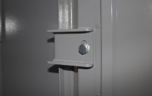 Фото металлических петель оружейного шкафа