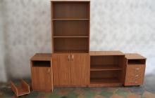 Фото комплекта офисной мебели вид спереди