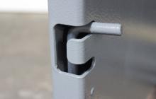 Вертикальный шпингалет металлического шкафа