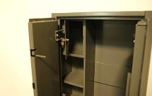 Фото встроенного сейфа шкафа ОШ-5П